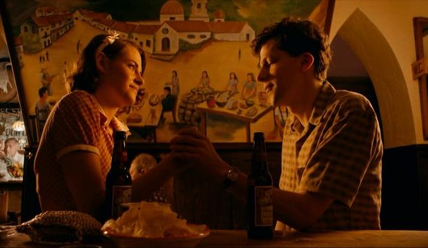 هنرنمایی Jesse Eisenberg و Kristen Stewart در Café Society