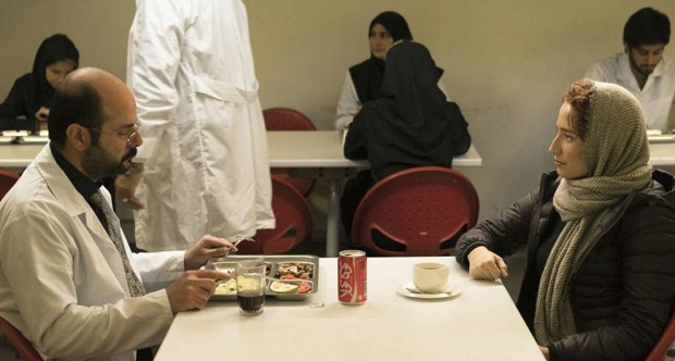 نظام دوست تا اینجای کار شروع خوبی را برای درگیر ساختن مخاطب انتخاب کرده است و البته سوژهی جذابی را نیز انتخاب کرده است که نمونهاش در مدیوم سینما، در ایران معدود است.