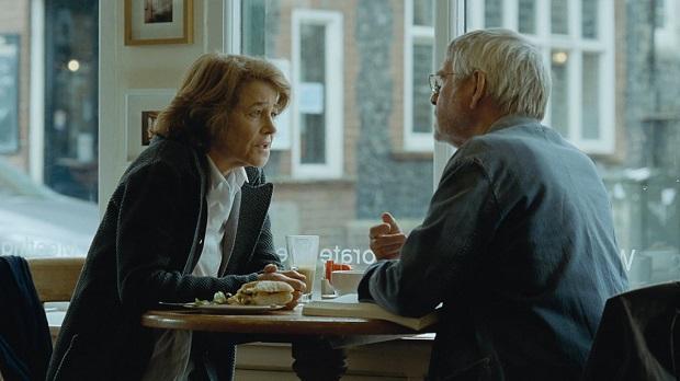 ۴۵ سال فیلمی به نویسندگی و کارگردانی اندرو هیگ Andrew Haigh که محصول سینمای بریتانیا است. برای آغاز تحلیل فیلم ۴۵ سال باید گفت این اثر روایتی مربوط به چند روز مانده به ۴۵ امین سالگرد ازدواج زوجی را روایت میکند.