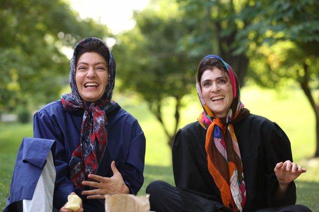مهناز افشار و ویشکا آسایش در نمایی از فیلم نهنگ عنبر 2