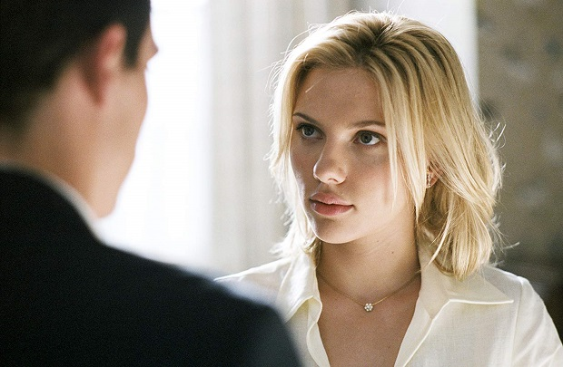 ماجرای فیلم Match Point از جایی آغاز میشود که کریس ویلتون که مربی تنیس است به یکی از شاگردانش که اشراف زادهای به نام تام هویت است تنیس یاد میدهد خواهر تام و کریس با یکدیگر آشنا میشوند و قرار ازدواج میگذارند اما با آمدن نامزد تام که نولا (اسکارلت جوهانسون Scarlett Johansson) نام دارد روابط این چهار نفر پیچیده میشود.
