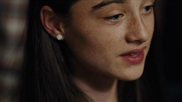 """دنیایی که """"یورگوس لانتیموس"""" در این فیلم به تصویر میکشد عملا نیاز به حراست ندارد. هرکس عقوبت کارش را خواهد دید مگر تاوانش را بدهد. حقیقتا سکانسهای مربوط به شکنجه """"مارتین"""" همان پسرک خواهان عدالت پدرش، اوج هیستریک بودن و غیر قابل فرار بودن عقوبت را به رُخ میکشد."""