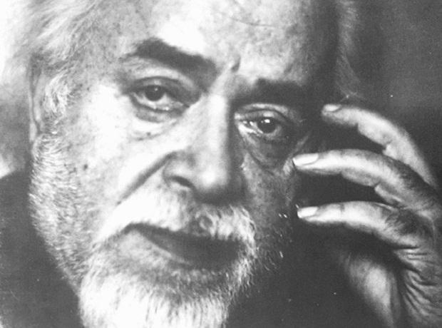 صادق چوبک متولد تیرماه ۱۲۹۵ در شهر بوشهر است و رمان سنگ صبور را هم به زادگاهش بوشهر تقدیم کرده است. و در تیر ماه ۱۳۷۷ در برکلی آمریکا درگذشت.