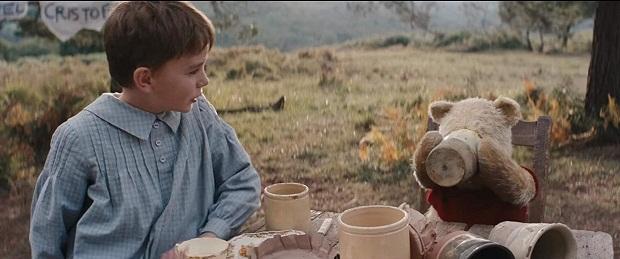 صداپیشگان درفیلم Christopher Robin سنگ تمام گذاشتهاند. دوبلور شخصیت وینی پو یعنی جیمی کامینگز سالهاست که به این کاراکتر جان داده و بیش از سی سال است که صدای وینی پو و تیگر را با صدای گرم و بامزه او شنیده میشود.