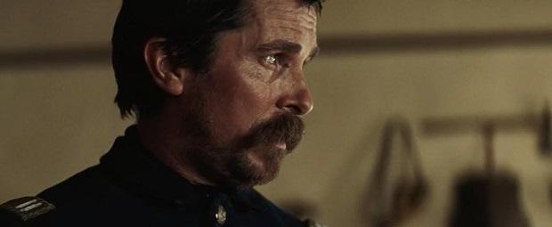 کرستین بیل در نقش سروان بلاکر مجبور است کسانی را اسکورت کند که زمانی بهترین دوستانش را از او گرفته اند و به قدری در این نقش هم یکه تاز است که جای بحثی باقی نمی گذارد.