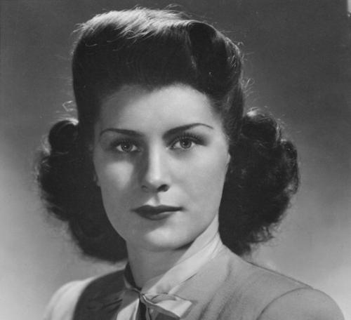 اویلین رید Evelyn Reed نویسنده و مبارز فمینیست و مارکسیست آمریکایی است. اویلین رید (۱۹۷۹-۱۹۰۷) که پژوهشهای بسیاری در زمینهی زنان انجام داده از رهبران حزب سوسیالیست آمریکا و همچنین پایه گذار حرکت ملی سقط جنین زنان بود.