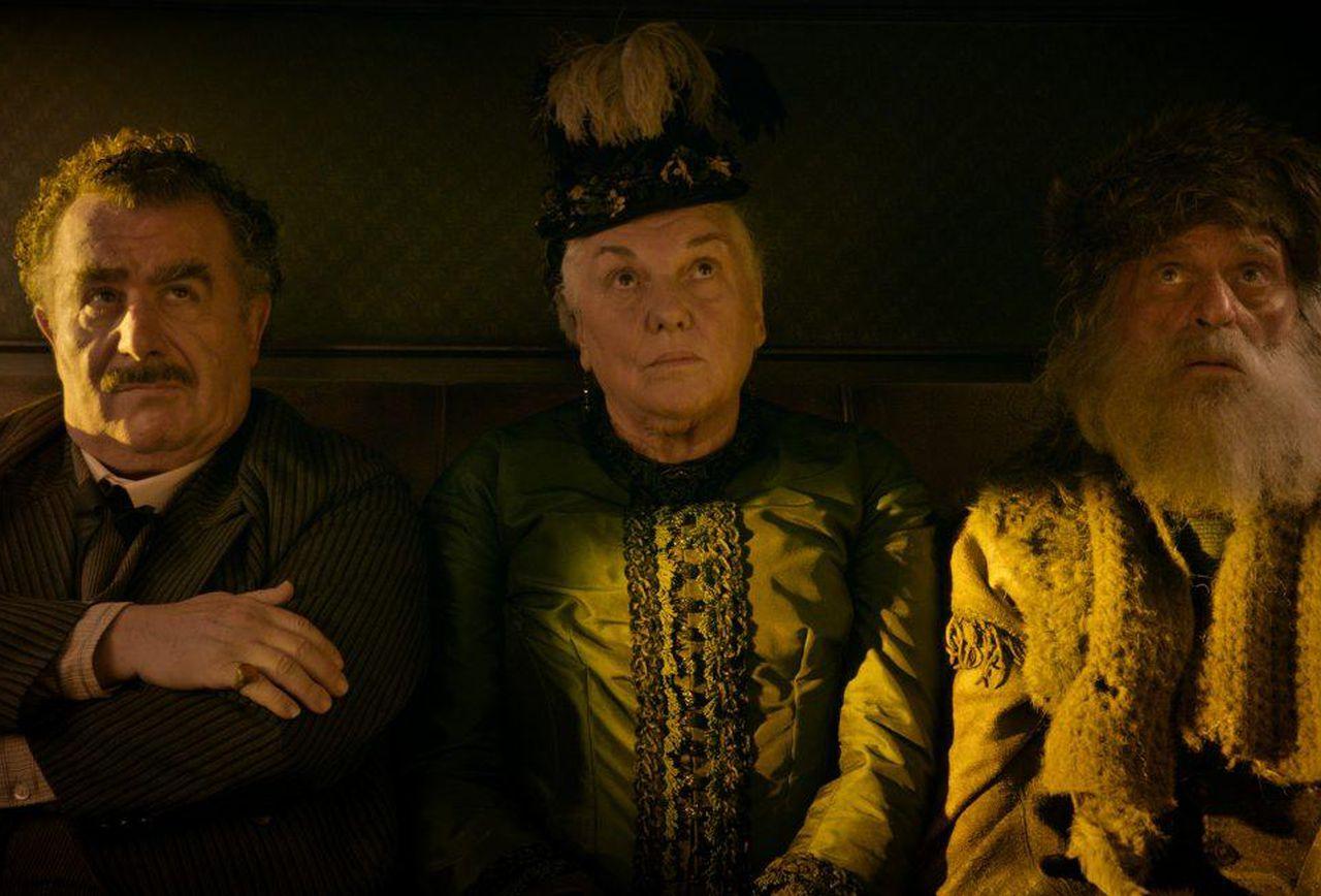 Tyne Daly, Saul Rubinek و Chelcie Ross در فیلم تصنیف باستر اسکرولز