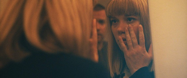 درفیلم Zoe اشاره به انتخاب بازیگران خالی از لطف نیست. در این فیلم لئا سیدو بازیگر نقش زویی است.