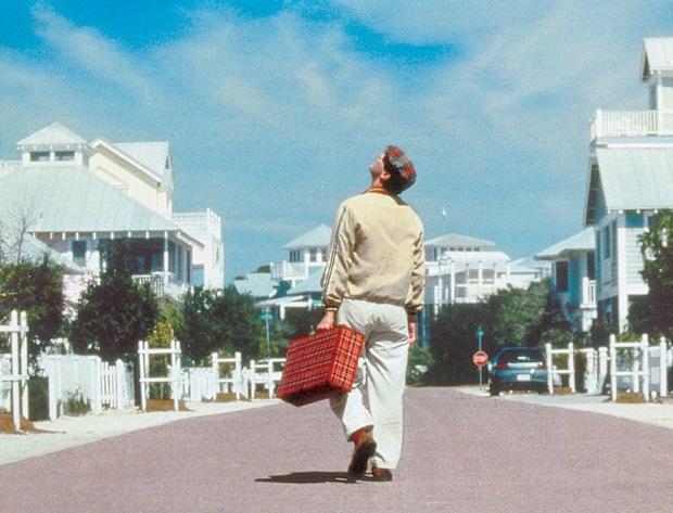 جیم کری نقش ترومن را به زیبایی تمام ایفا میکند. جاهایی که باید میخنداند و جاهایی که باید اشک مخاطب را در میآورد. فیلم دو جهان را نشان میدهد. جهانی که ترومن در آن زندگی میکند و در واقع یک استودیوی فیلم برداری بسیار بزرگ و یک جزیرهی مصنوعی است و جهانی که مردمی مثل ما در آن نشسته و بینندهی بیست و چهارساعتهی زندگی ترومن هستند.