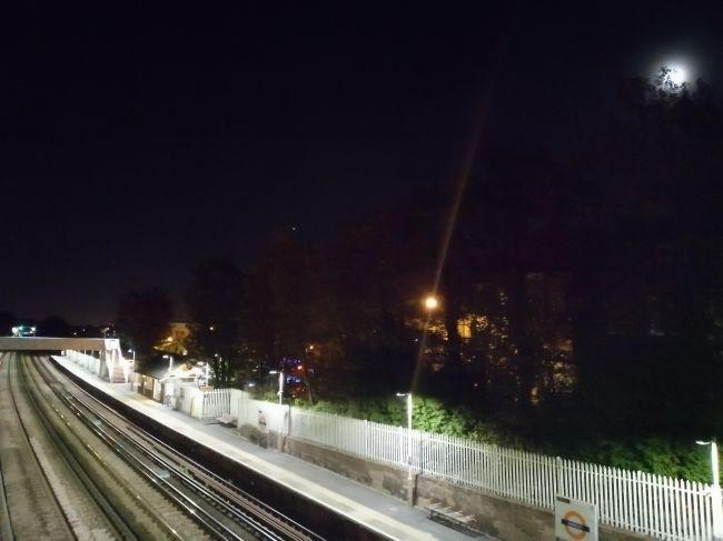 حالت استاندارد عکاسی در شب: با کیفیت پایین، مثل دیگر میان رده ها