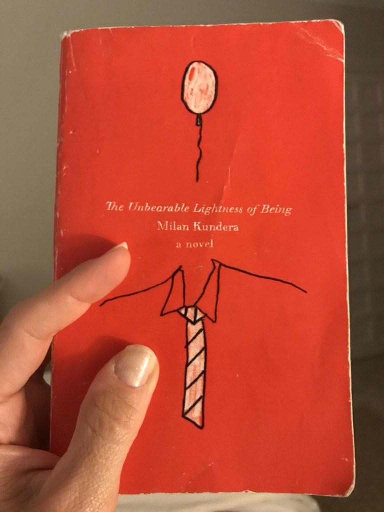 رمان بار هستی یک اثر فلسفی است. که در آن به موضوع هستی بشر پرداخته شده است. و در آن به مفاهیم بسیار عمیق و جهانشمول فلسفی و انسانی از خلال مرور زندگی شخصیت ها پرداخته شده است.