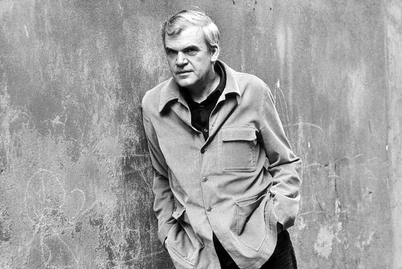 میلان کوندرا Milan Kundera متولد ۱ آوریل ۱۹۲۹ نویسنده ای چک است. او از سال ۱۹۷۵ به فرانسه تبعید شد. و در سال ۱۹۸۱ به تابعیت فرانسه در آمد. او خود را نویسنده ای فرانسوی میداند. او تا کنون چندین بار نامزد دریافت جایزهی نوبل ادبیات شده است. رمان بار هستی یک از معروفترین آثار اوست که در سال ۱۹۸۴ نوشته شده است.