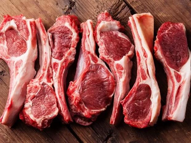 گوشت بره به دلیل داشتن مقادیر زیادی از میوگلوبین در خود، در دسته بندی گوشت قرمز قرار میگیرد