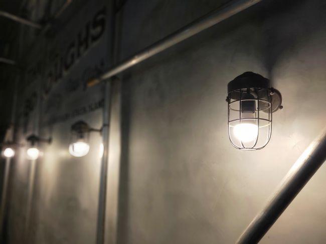 نمونه 2: توانایی هوش مصنوعی در ثبت چنین عکسی از یک لامپ پرنور فوق العاده میباشد. اگر شک دارید، همین الان با دوربین خود از یک لامپ روشن عکس بیندازید!