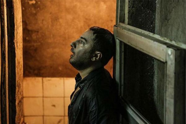 هنرنمایی نوید محمد زاده در فیلم متری شیش و نیم
