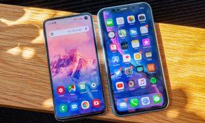 مقایسه S10e با آیفون XR | Galaxy S10e در مقابل iPhone XR