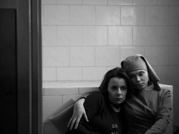 فیلم Ida با قابهای مربعی مدیوم و لانگ، در پوششی اندوهناک از کنتراستهای خاکستری جلوه میکند؛