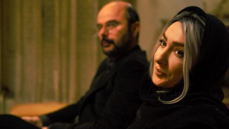 در فیلم گرگ بازی، رگههای اگزیستانسیالیستی در شخصیت پردازی پرسوناژها نیز تا اندازهای نفوذ میکند. شخصیتهای بی هدفی که با هم در ارتباطی در واقع بدون ارتباطی حقیقی به سر میبرند، زن و شوهرهائی که به بیماری فقدان عشق و عدم ارتباطی مؤثر و متقابل مبتلا هستند،