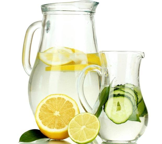 برای سم زدایی بدن تا میتوانید آب بخورید