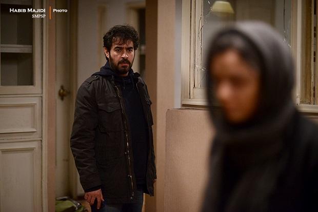 فیلم فروشنده توانست دومین اسکار برای اصغر فرهادی و سینمای ایران را به دست آورد. همچنین معتبر ترین جایزه بازیگری ادوار سینمای ایران را برای شهاب حسینی به همراه داشت. جایزهای با طعم مردِ اول جشنواره کن. فروشنده فرهادی سعی میکند داستانی تعریف کند، اما در حد مقدمهای باقی میماند.