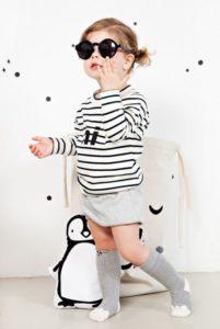 استایل بهاری زیبا با جورابهای بچگانهی زیر زانو