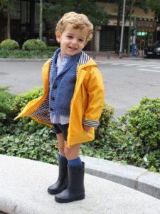 استایل پاییزی پسرانه با جورابهای زیر زانو بچگانه