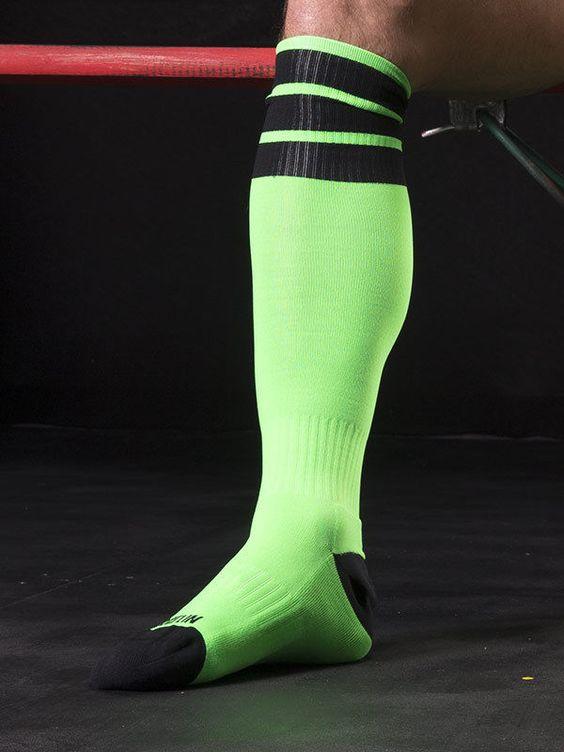 جوراب اندازهی زانو یا knee length socks