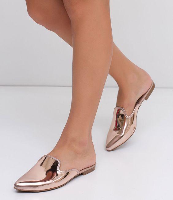 پیشنهاد میکنیم نمونه های رنگ پای جوراب mule را برای خرید انتخاب کنید