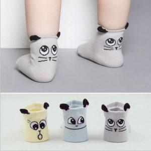 جورابهای مچ دار پاها را گرم نگه میدارند و از پاها محافظت میکنند.