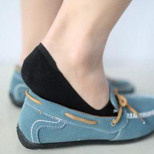 این نمونه از جوراب زنانه اگر رنگ پا باشد با کفشهای مختلف میتوانید آن را بپوشید.