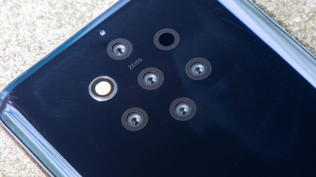 سیستم دوربین پشتی با طراحی جالب - بررسی نوکیا ۹ PureView