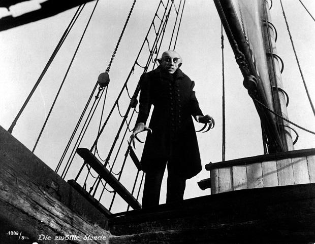 ماکس شرک Max Schreck بازیگر آلمانی (۱۸۷۹-۱۹۳۶) بازی کنندهی شخصیت دراکولاست که به حدی مردم بازی او را در این شخصیت باور کرده بودند که شایع شده بود که او در زندگی عادی خود نیز خون آشام است.