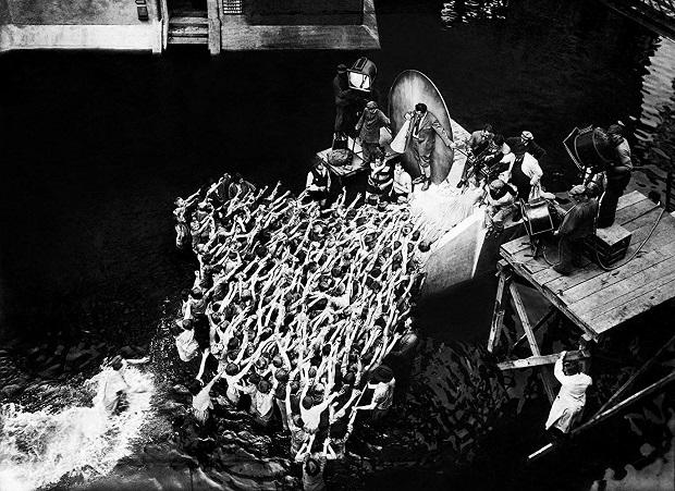 فیلم Metropolis را میتوان جز آخرین شاهکارهای سینمای اکسپرسونست آلمان دانست که شکوه و پروداکشن عظیمش هنوز هم چشمگیر است.