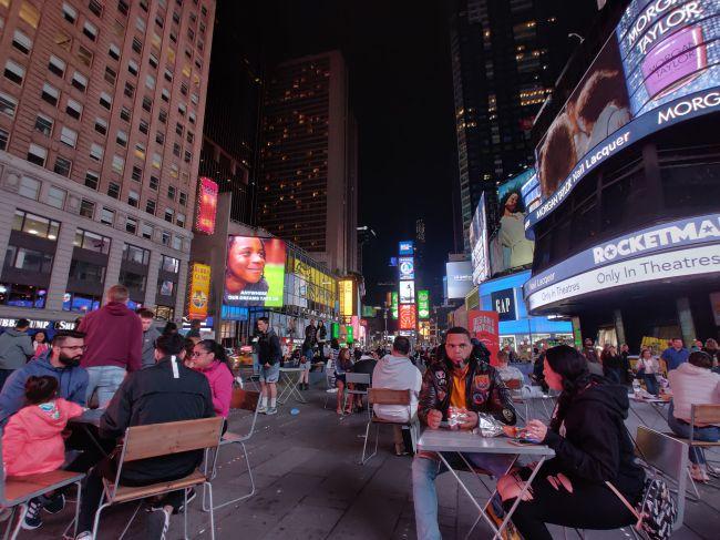 در هنگام شب، کیفیت تصاویر وان پلاس 7 پرو کاهش مییابند