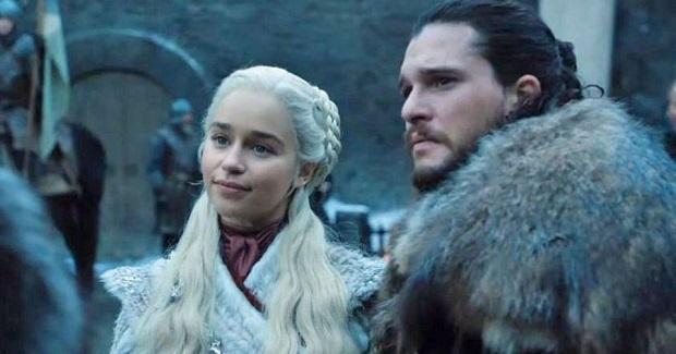حضور دنریس و جان اسنو در وینترفل در قسمت اول از فصل هشتم GOT