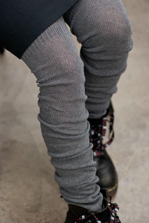 یک مدل جورابهای گشاد فاقد قسمت پایین مچ جوراب است و تنها ساق پا را میپوشاند.