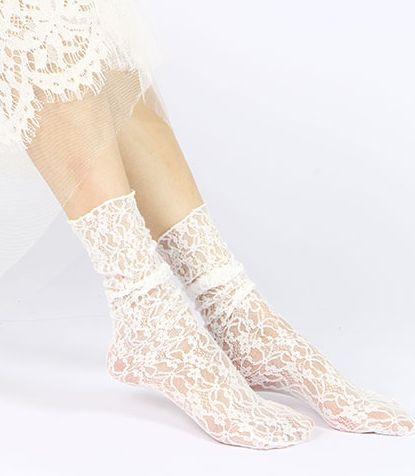 جورابهای توری sheer socks نوعی از جورابهای گشاد به حساب میآیند.