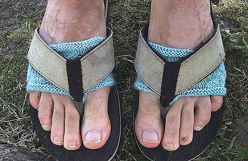 جوراب مخصوص دمپایی انگشتی کمک میکند تا رد بندهای دمپایی بر روی پاهایتان نماند.