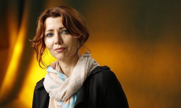 الیف شافاک Elif Shafak در دنیای پر فراز و نشیب ادبیات، در چند سال اخیر توانسته نام خود را با قدرت میان مخاطبان رمان جا بیندازد.