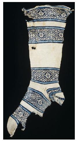 جوراب با کفی جدا مربوط به قرن 12 میلادی