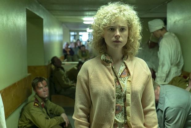 لیودمیلا ایگناتنکویِ با بازی Jessie Buckley در سریال چرنوبیل