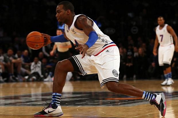 جورابهای مخصوص بسکتبال باید پا را درون کفش به خوبی محکم کنند. هم چنین اغلب از جنس پنبه و کتان هستند.