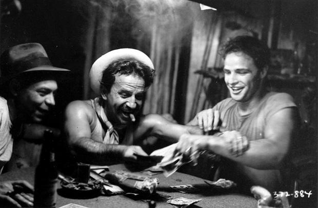 الیا کازان از کارگردان مطرح آن دوران بود که از دیگر فیلمهای مشهورش میتوان به در بار انداز اشاره کرد که مارلون براندو نیز در آن فیلم هم ایفای نقش میکرد. مارلون براندو Marlon Brando نیز با بازی استادانهی خویش، تبدیل به ستارهی دوران طلایی هالیوود شده بود.