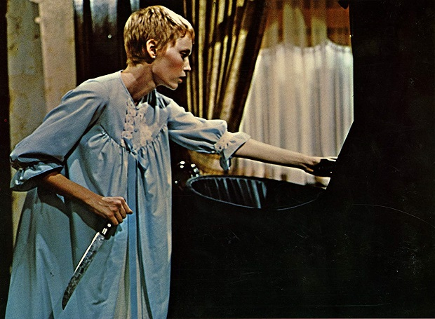 فیلم بچه رزماری Rosemary's Baby داستان زنی به نام رزماری است که با همسرش گای به آپارتمانی با ظاهر گوتیک در دل شهر نقل مکان میکنند.