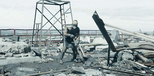 شاید بتوان گفت سکانس پاکسازی سقف توسط نیروهای داوطلب از پر استرس زا ترین لحظات دنیای تلویزیون باشد.
