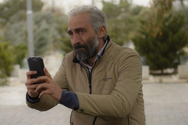 هادی حجازیفر نقش اصلی فیلم را بر عهده دارد، بازیگری که در دوران میانسالی خود به شهرت رسیده است.