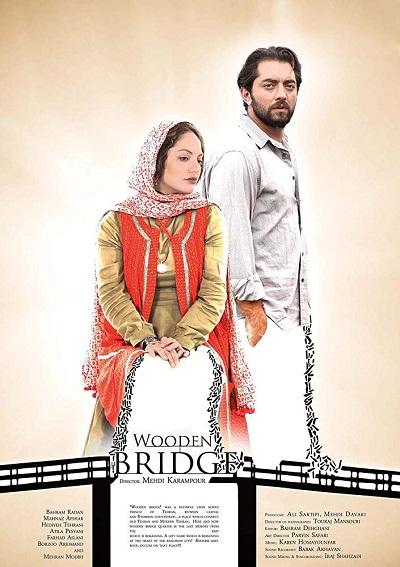 اساسی ترین اشتراک فیلم کازابلانکا و پل چوبی، روایت داستان بر اساس بستری تاریخی-سیاسی میباشد.