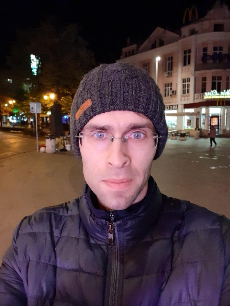 تصویر سلفی با گلکسی A30 در شب