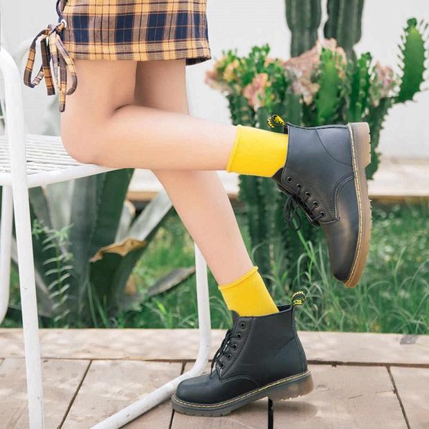 در هنگام پوشیدن جورابهای رنگی به موقعیت و مراسم و قواعد مربوط به آن توجه کنید.