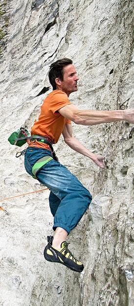 اغلب سنگ نوردان بدون جوراب کفش میپوشند چرا که باید توانایی استفاده از تک تک انگشتانشان را داشته باشند.